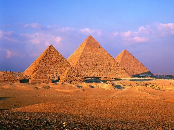 Vreme prkosi svemu, ali piramide prkose vremenu