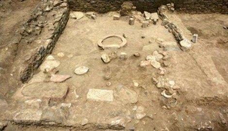 Ovde je najverovatnije bila pekara, jer su pronađeni i žrvanj i pržionica