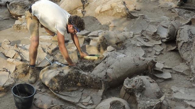 Arheolozi su u Tel Kabriju otkrili 40 netaknutih posuda za vino