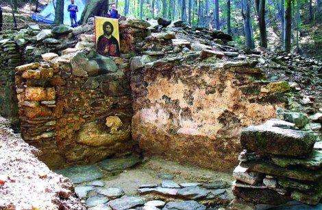 Jedan od otkopanih zidova stare crkve