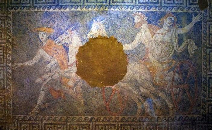 Kraljica Persefona na mozaiku iz 4. veka pre nove ere