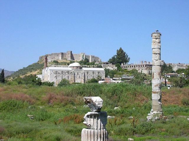 Nalazište Artemidinog hrama u Efesu u Turskoj. Od nekadašnjeg hrama nije ostalo ništa izuzev nekoliko stubova.