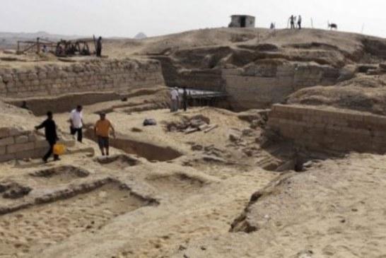 Otkrivena peta statua Tutankamonovog dede