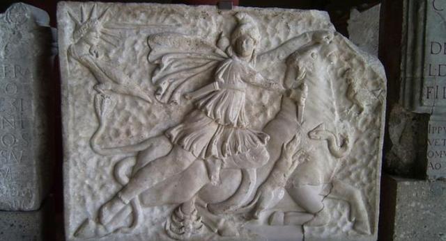 Reljef koji prikazuje Mitru kako ubija bika iz 2. ili 3. veka, a koji se nalazi u Rimsko-germanskom muzeju u Kelnu.