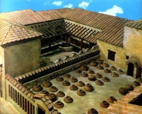 Seoska vila u Boskorealu, dugačka 40 i siroka 20 metara. Veliki deo ovog gazdinstva proizvodio je vino i zejtin. U dvorištu vile, nalazile su se ogromne posude za skladištenje ovih tečnosti.