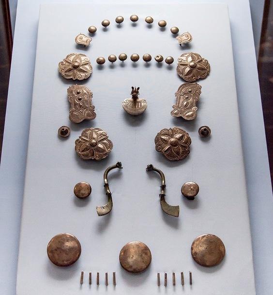 Srebrni nakit konjskog pojasa