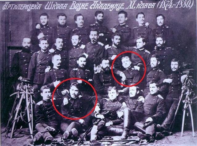 U prvom redu odozdo drugi sleva je Stepa Stepanović, a u drugom redu treći zdesna je Živojin Mišić