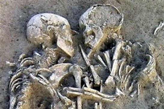 Zagrljeni još iz praistorije