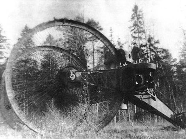 """Ruski """"Car-tenk"""" bio je prvi tenk na točkovima u svetu. Točkovi ovog čudovišta imali su prečnik od 9 metara"""