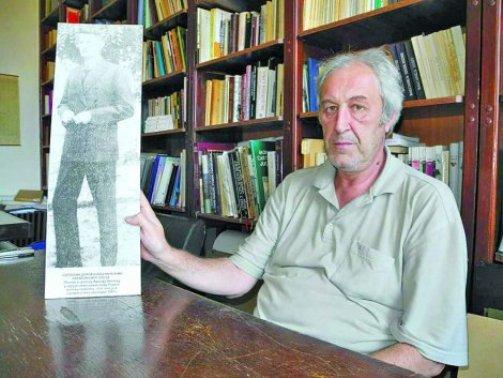 Dokument: Arheolog Aleksandar Srndaković sa slikom Svetolika Dragačevca