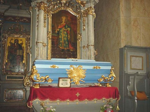 Sarkofag sa moštima Svetog cara Uroša.