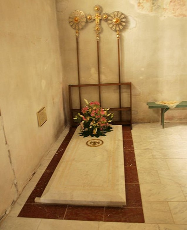 Navodna grobnica despota Stefana u manastiru Manasija.