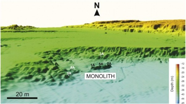 Kameni monolit se nalazi na dubini od 40 metara