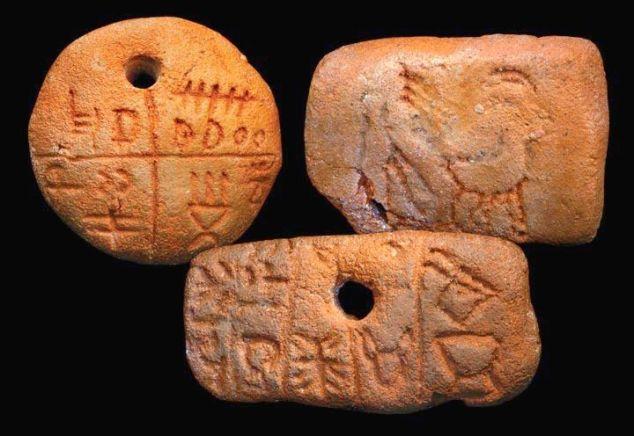 Artefakti na kojima su urezani simboli, odnosno pismo Vinčanske kulture