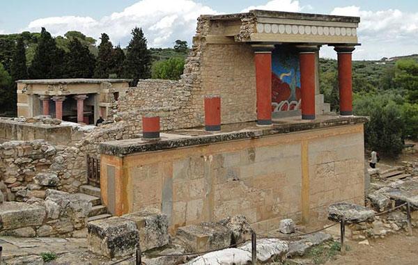 Ruševine Knososa, centar minojske civilizacije koja je svoj vrhunac doživela u razdoblju od 2000. godine pre nove ere do 1380. godine pre nove ere.