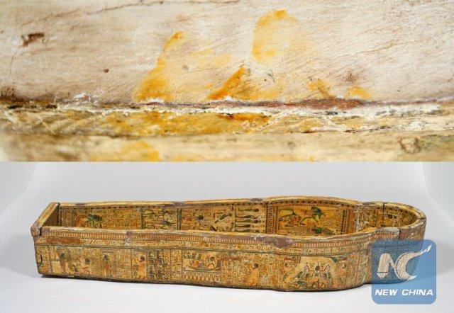 Slika iz Ficvilijam Muzeja prikazuje otiske prstiju u poklopcu kovčega