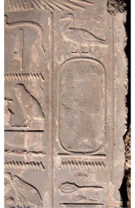 Nakon smrti kraljice Hatšepsut spomen na nju je izbrisan kao što je prikazano ovde