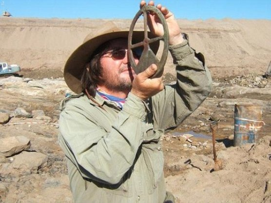 Arheolog dr Dieter Noli pokazuje uporabu astrolaba pronađenog u olupini broda