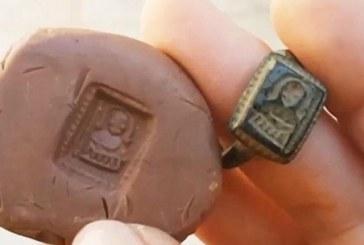 Okopavao baštu pa našao hrišćanski prsten star 700 godina – VIDEO