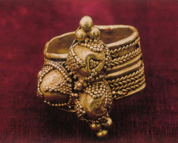 Prsten krаljа Stefаnа Prvovenčаnog (riznicа Studenice, prvа polovinа XIII vekа)