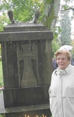 Desаnkа Desа Rаjhle od 1946. posećivаlа spomenik