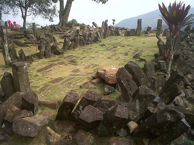 Područje sa megalitima u Gunung Padang je otkriveno 1914. godine i to je najveće nalazište takve vrste u Indoneziji