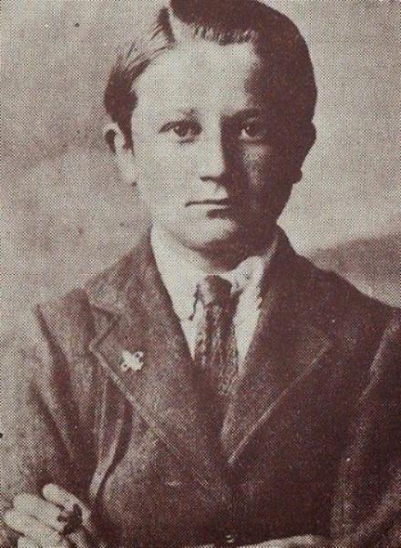 Momčilo A. Gavrić, svršeni mali maturant Srednje klasične gimnazije Henri Rajt u Feveršemu, neposredno pred polazak iz Engleske u Srbiju